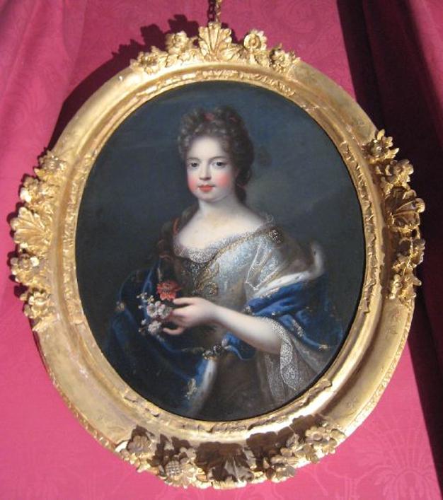 Portrait de jeune fille revêtue d'un manteau grand-ducal
