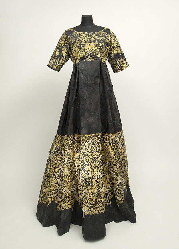 Robe Delphos et veste inspirées des années 1910-1930 par Isabelle de Borchgrave © Jean-Pierre Gabriel