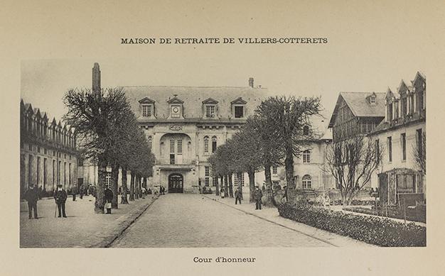 Maison de retraite de Villers-Cotterêts. Cour d'honneur