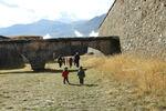fossés fortifications mont-dauphin enfants