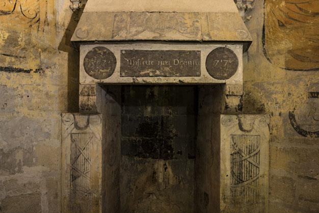 """Donjon du château de Vincennes, peintures murales dans la salle surnommée """"D de R"""""""