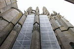 Abbaye du Mont-Saint-Michel, travaux extérieurs : échafaudage sur le chevet de l'église abbatiale