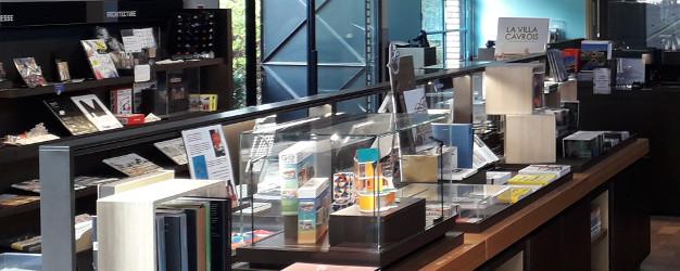 Intérieur de la librairie boutique de la Villa Cavrois