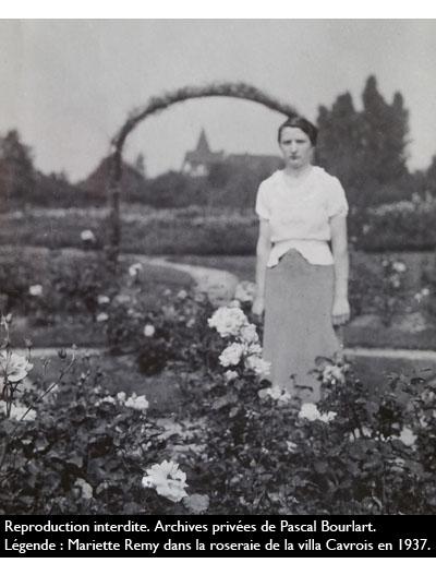Mariette Remy  dans la roseraie de la villa Cavrois en 1937