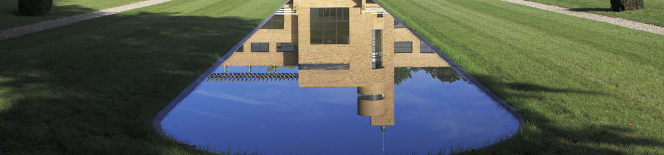 Villa Cavrois, vue axiale de la façade sud, miroir d'eau